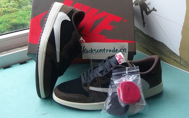Authentic Travis Scott x Air Jordan 1 Low OG SP
