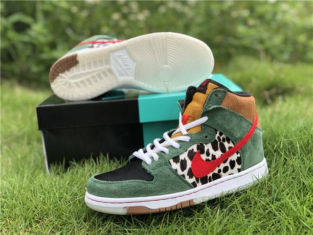 "SB Dunk High ""Dog Walker"""